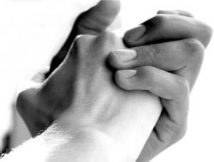 mains entrelacees_n