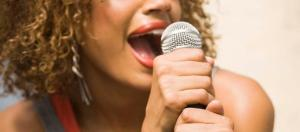 femme qui chante