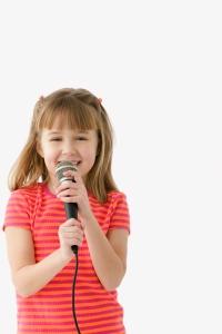 fille-qui-chante