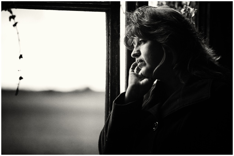 black-and-white-woman-white-photography-solitude-sadness-1053471-pxhere.com
